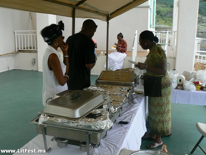 food-vendors-at-festival